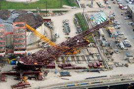 182 meter hoge kraan valt om in Texas