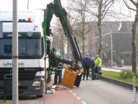 Kraan breekt van vrachtwagen af