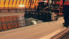 Slijtlagenmachine brengt epoxylaag in recordtempo aan