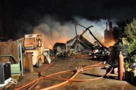 Brand verwoest machineloods Sloopwerken De Spijker