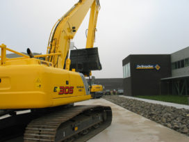 New Holland importeur showt nieuwe pand
