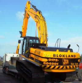 ELM levert JCB JS 350 LC af bij Blokland in Ter Aar