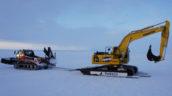 Komatsu hybride graafmachine aangekomen op de Zuidpool