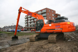 Les Lommers levert Doosan DX 340 LC aan Fiberco