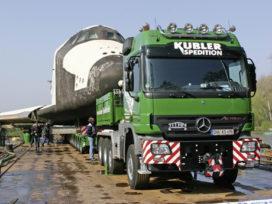 Mercedes-Benz Actros vervoert space shuttle naar museum
