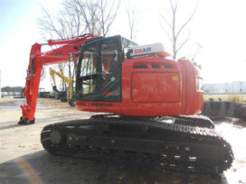 De Bruycker levert opnieuw een New Holland E 235 B SR LC aan Afezo