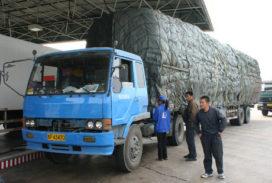 Handenloze trucker van de weg gehaald