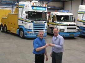 Scania V8 aan het werk voor Johan vd Zand