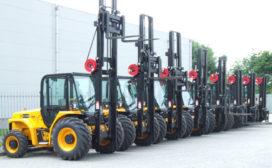 Acht JCB 930 ruwterreinheftrucks voor Peinemann