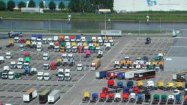 Niet-betaalde trucks wachten op nieuwe kopers