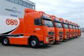 Elf milieuvriendelijke Volvo trucks voor TNT