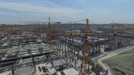 58 Liebherr torenkranen bouwen aan grootste luchthaven ter