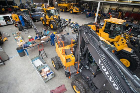 Overzicht van de hal van SMT waar de machines klaar worden gemaakt voor aflevering.
