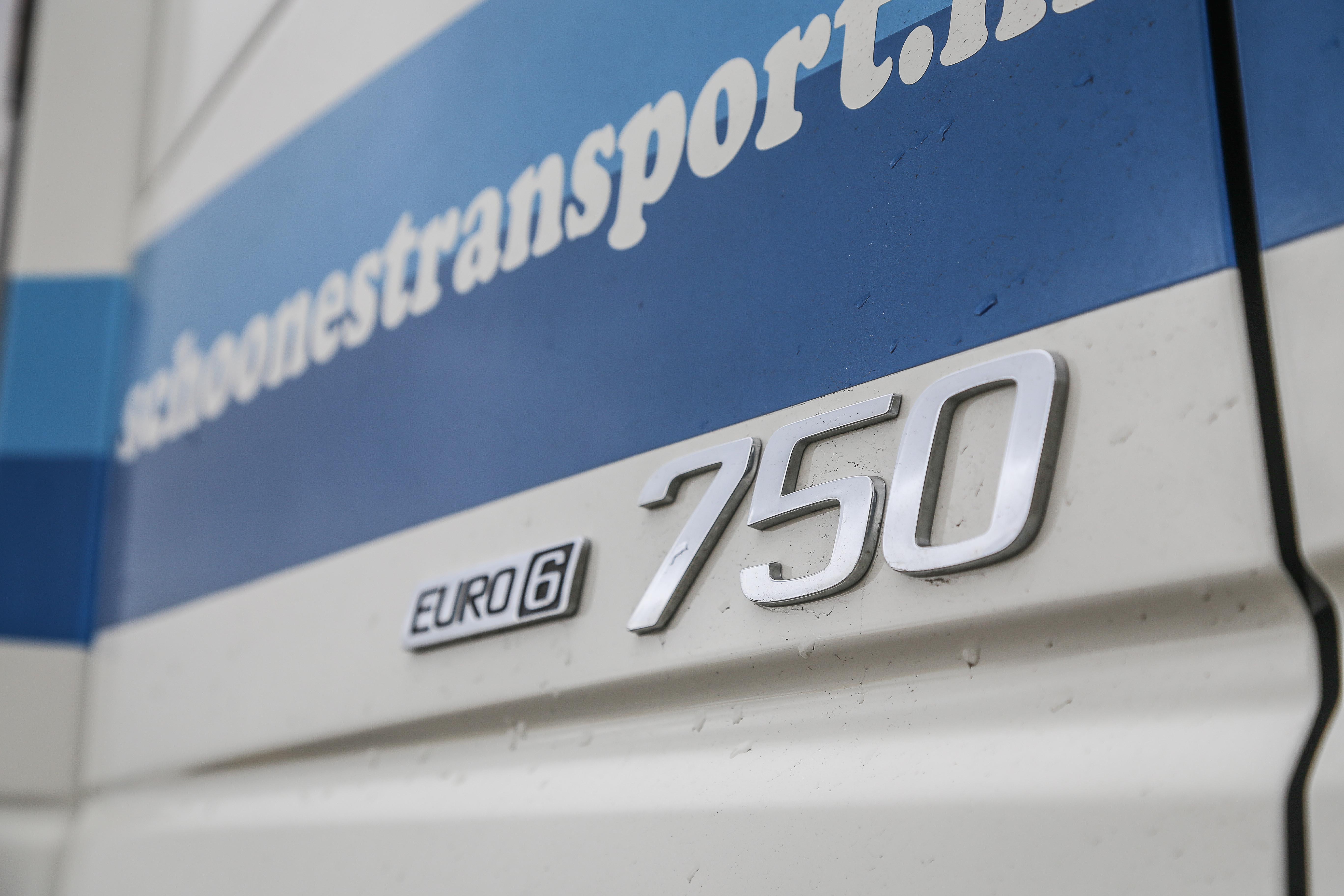 <p>De 16-litermotor met 750 pk is een geweldenaar. &#8216;Hij gaat maar door&#8217;, zegt chauffeur Patrick. In dit werk is het vermogen niet overdreven.</p>