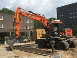 Doosan DX140W-5 is 6e Doosan voor Van Broekhoven