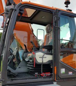 S.A.M. Schagen in Zuidermeer investeerde in 2 nieuwe Doosan rupsgraafmachines. Anema leverde onlangs de eerste machine af: een DX225LC-5 SLR.