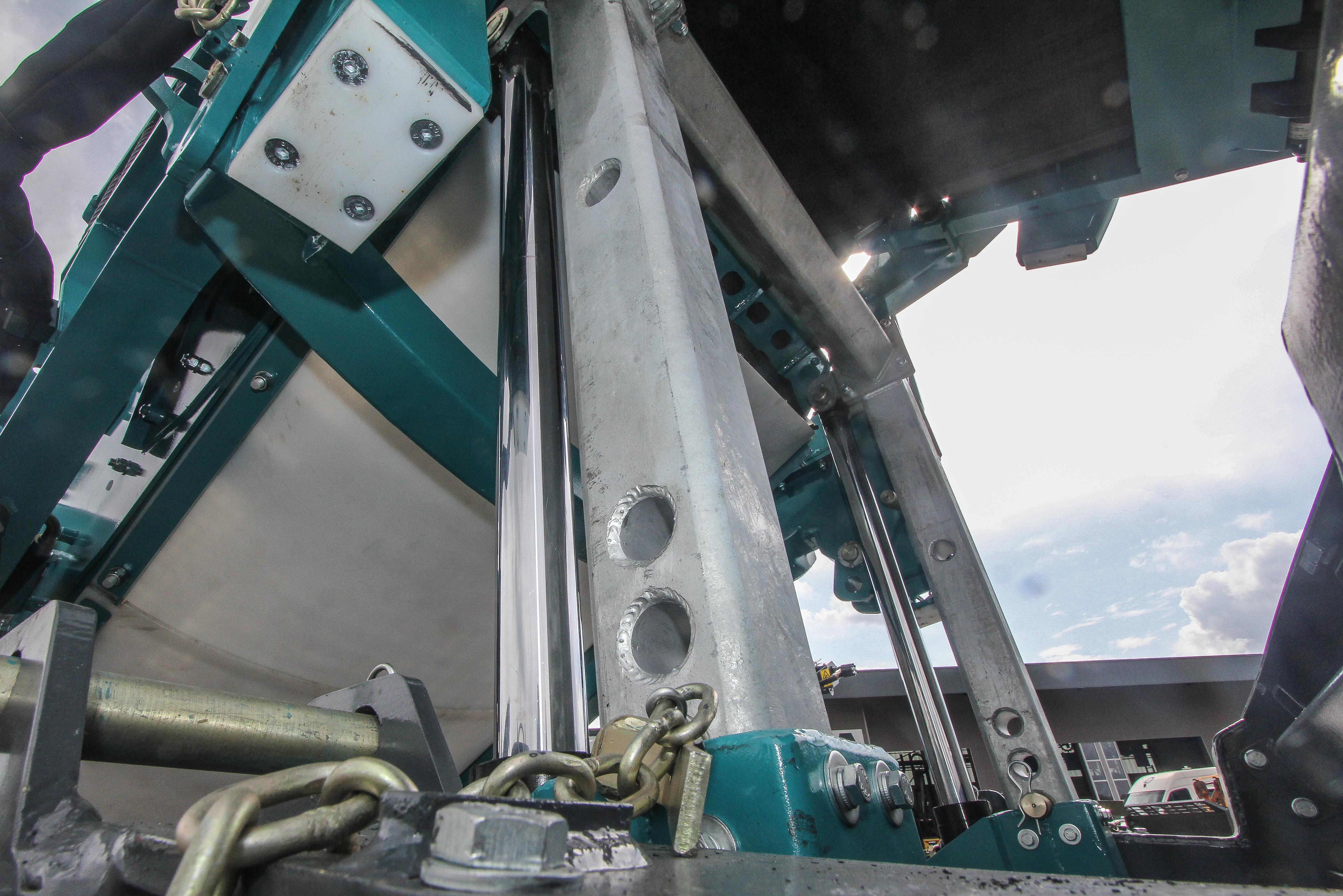 <p>De bouw is kenmerkendvoor Powerscreenen oogt degelijk, ondanks een wezenlijke gewichtsbesparing ten opzichte van de 1400.</p>
