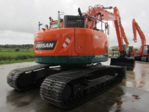 Ad Nooren in het Groningse Garnwerd investeerde in een nieuwe Doosan DX235LCR-5. De 25-tons rupsgraafmachine werd door Anema geleverd.