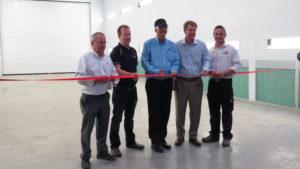 De openingen van de nieuwe straal- en spuiterij is uitgevoerd door (van links naar rechts): Martin Dummigan (Managing Director-Telestack Ltd), Malachy Gribben (Commercial Director Telestack Ltd) , Jeff Elliott (Vice President of Astec Aggregate Mining Group), Ben Brock (CEO of Astec Industries, Inc) en Johnathan Brown (QES & Lean Manufacturing Manager-Telestack Ltd).