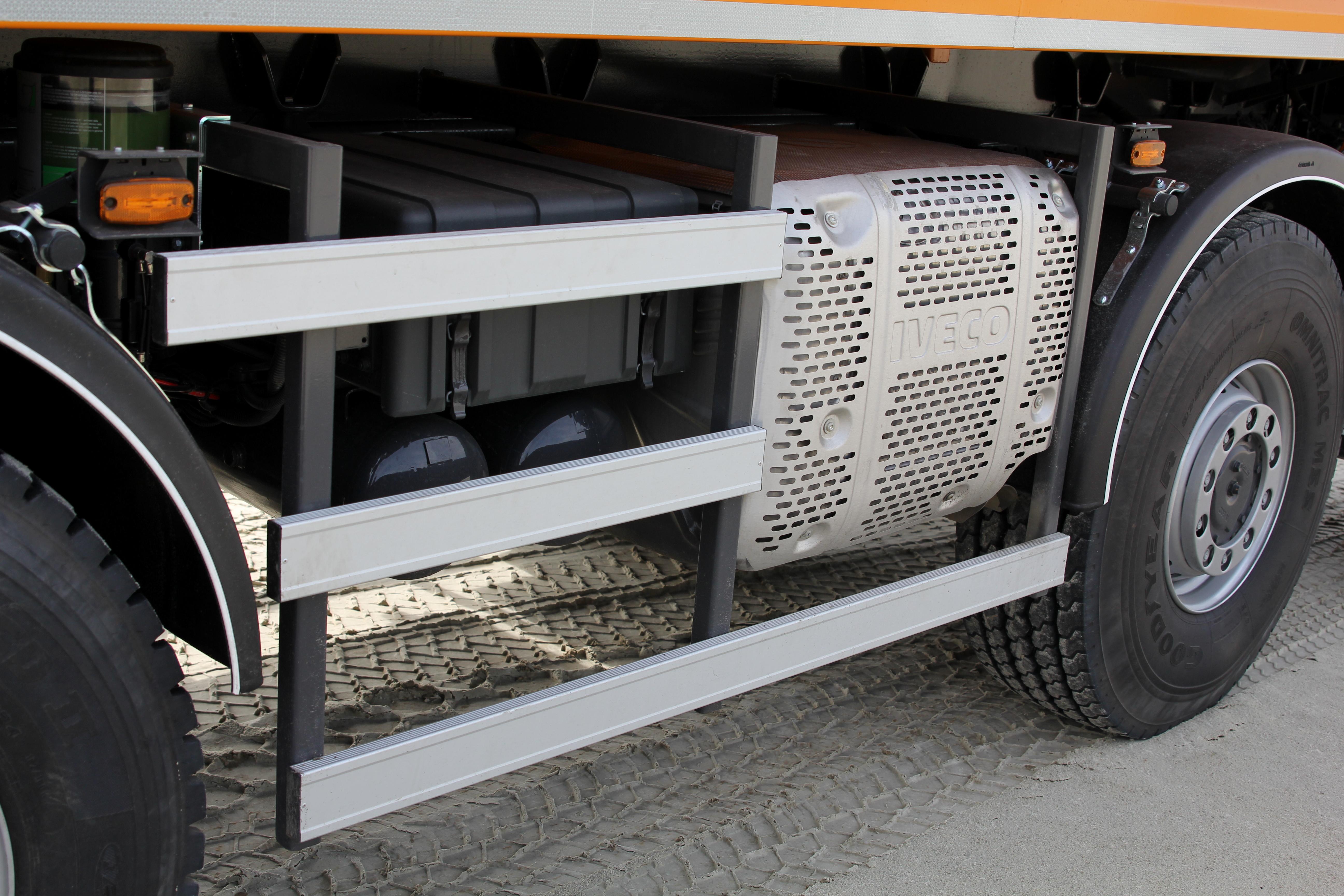 <p>DeTrakkerEuro-6 heeft een mooie compacte uitlaatdemper-roetfilter-unit.</p>