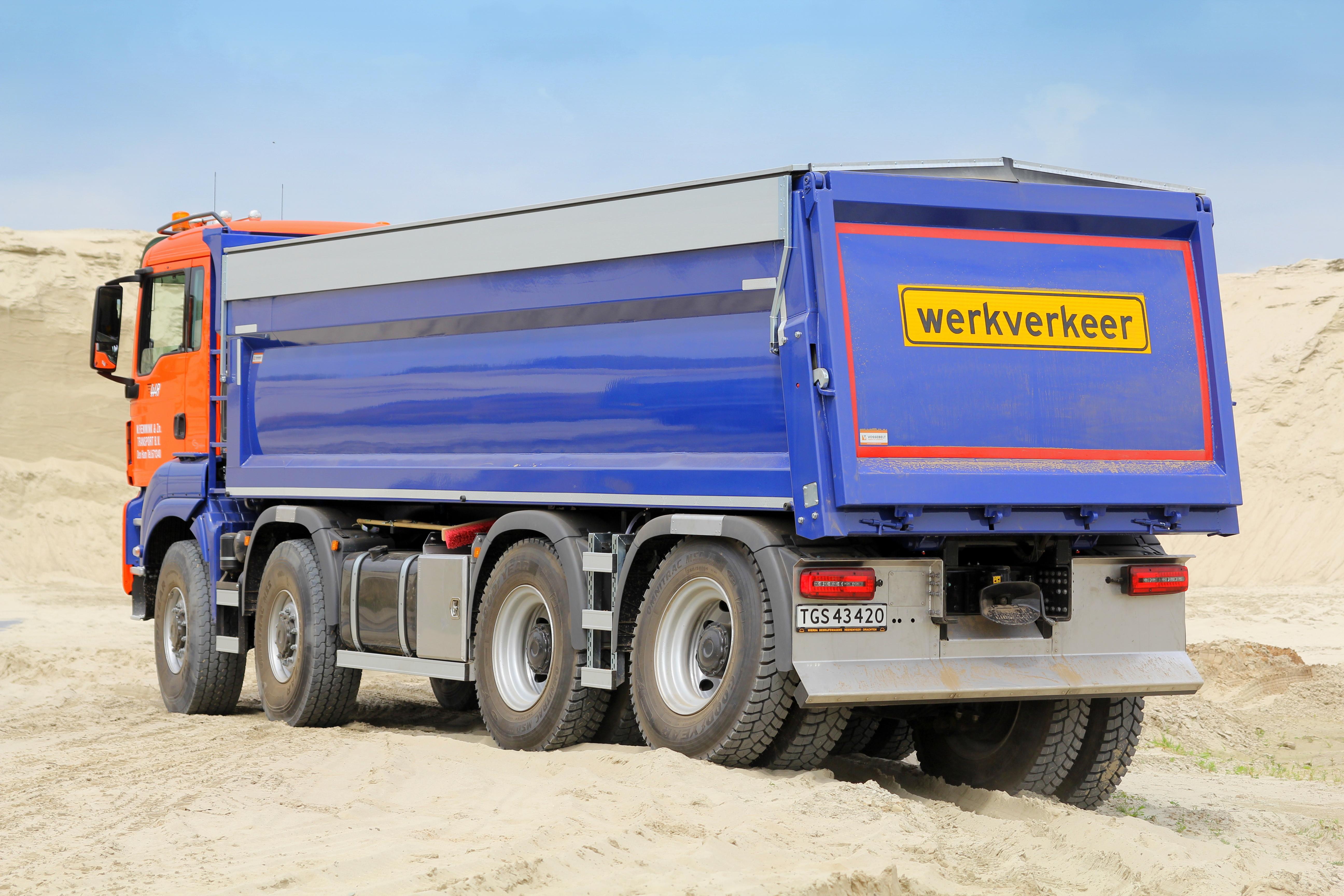 <p>Prima stabiliteit- en waterpasregeling dankzij hydraulische vering van WVTvoor de MAN.</p>