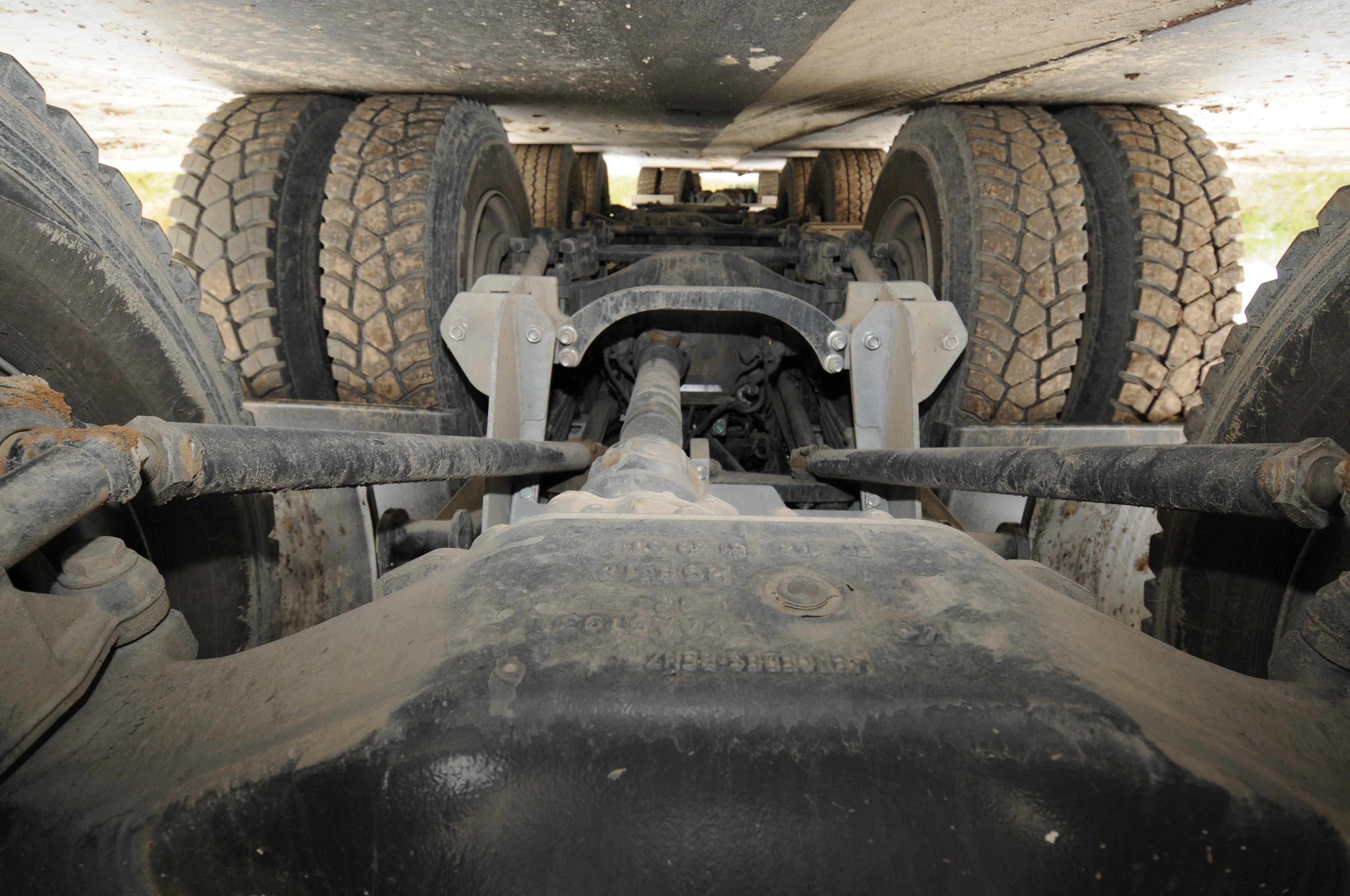<p>Veldhuizen mechanischwidespreadgestuurd tandemstel voor meer laadvermogen.</p>