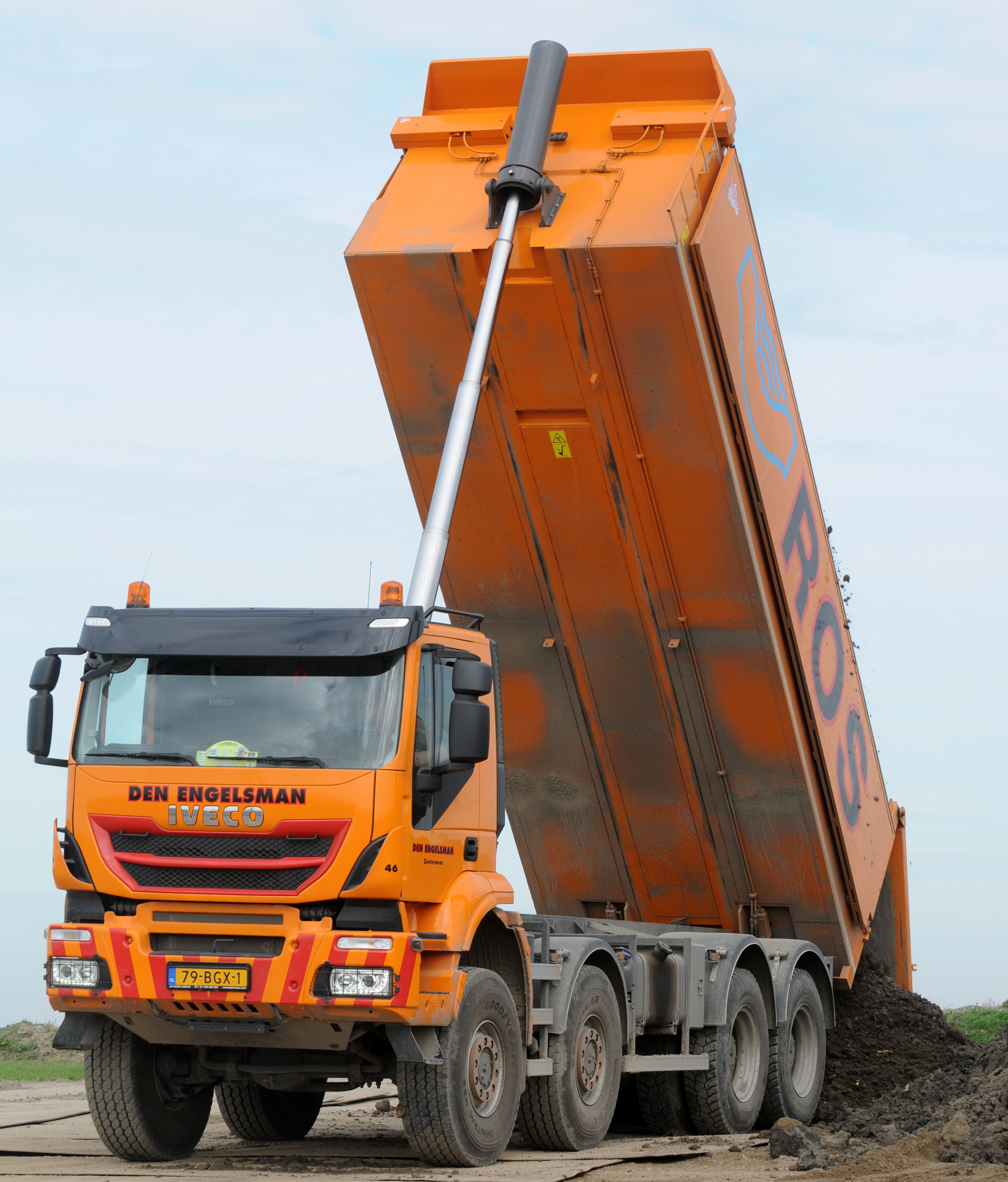 <p>De Iveco werd via de dealer gekocht bij PK Trucks en was al voorzien van een 21,8 kuubs geïsoleerde Ruizeveld kipper. </p>
