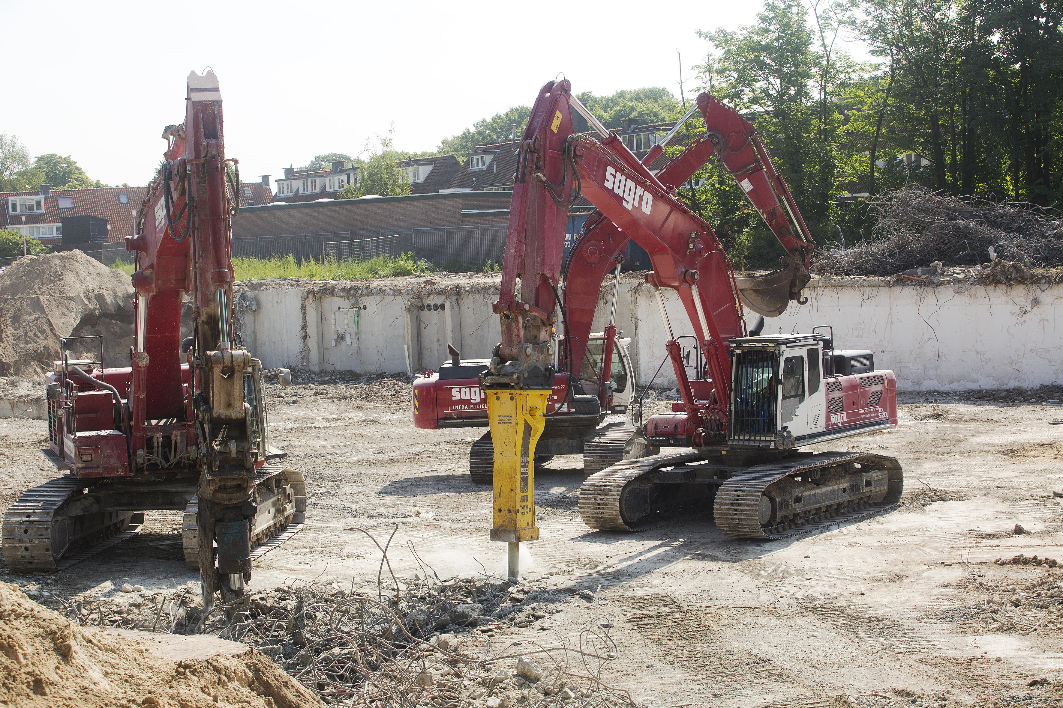 <p>De trillingen diede zware machines bij desloopwerkzaamheden veroorzaken, worden met het oog op de omliggende bebouwing nauwgezet gemonitord.</p>