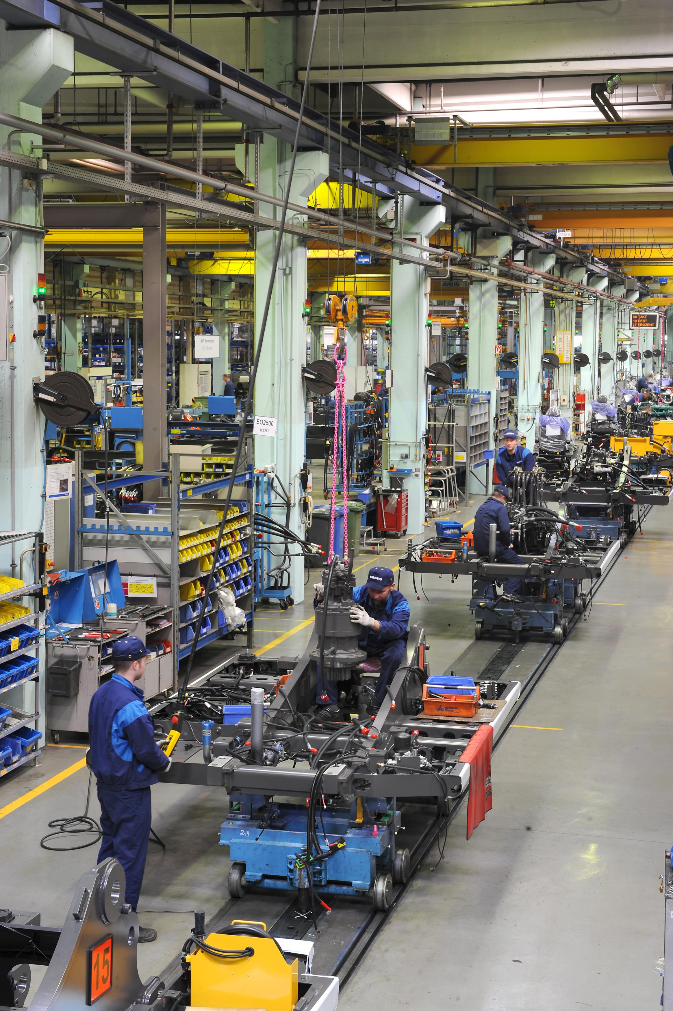 <p>Beeldvaneen assemblagestraatin de Volvo-fabriek inKonz.</p>