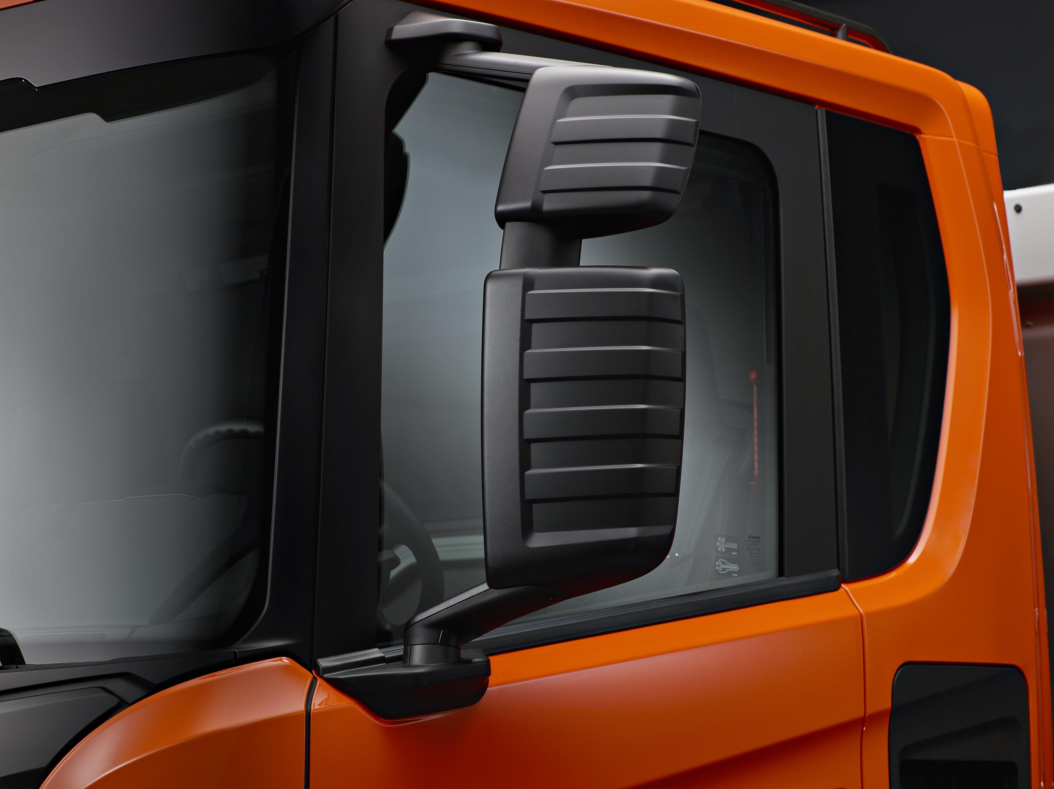 <p>Slagvaste spiegelbehuizing is typisch voor de XT-modellen.</p>