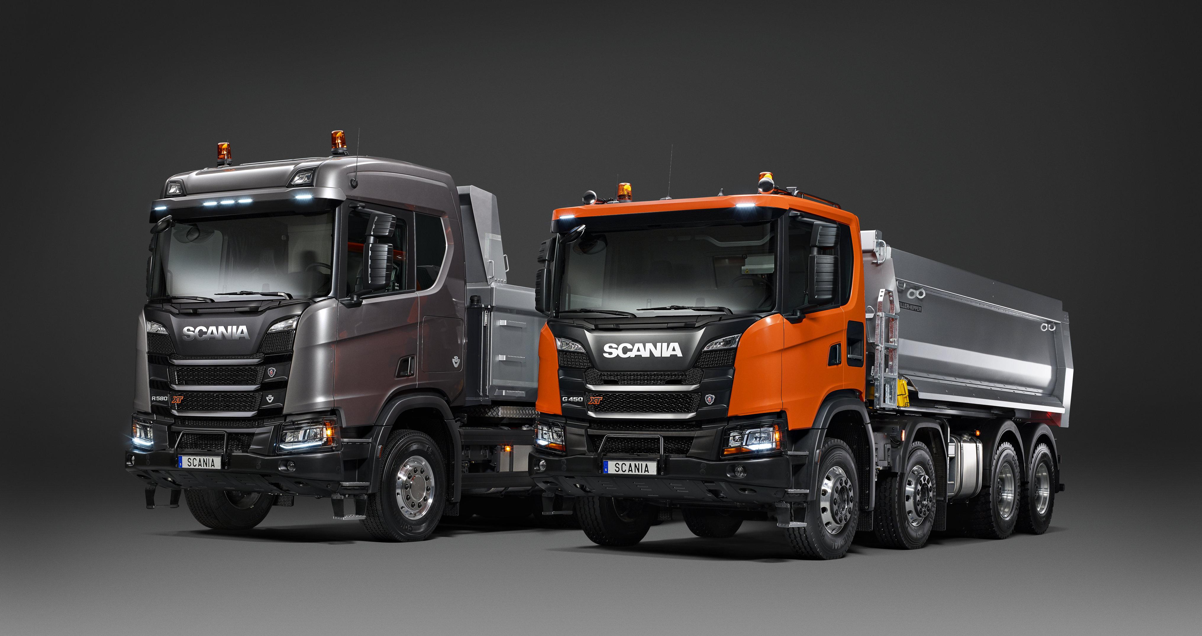 <p>De R- en G- serie naast elkaar, beide XT-modellen en beide met de heavy duty-voorbumper.</p>