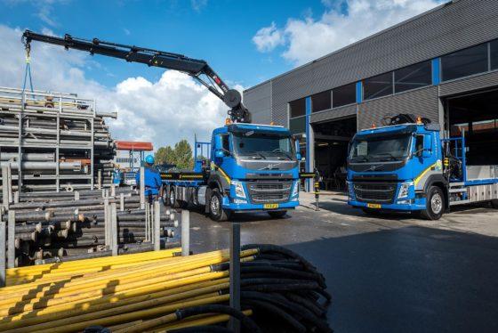 Koelewijn Bronbemalingen BV in Bunschoten investeerde in twee nieuwe Volvo bakwagens met HIAB laadkranen.