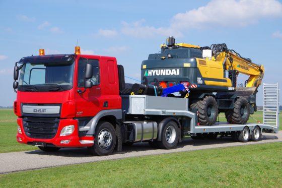 Veldhuizen is gestart met de serieproductie van kleine vrachtwagenopleggers. Ze zijn uit voorraad leverbaar en zijn ook te huur in de afdeling C-E-Rent.