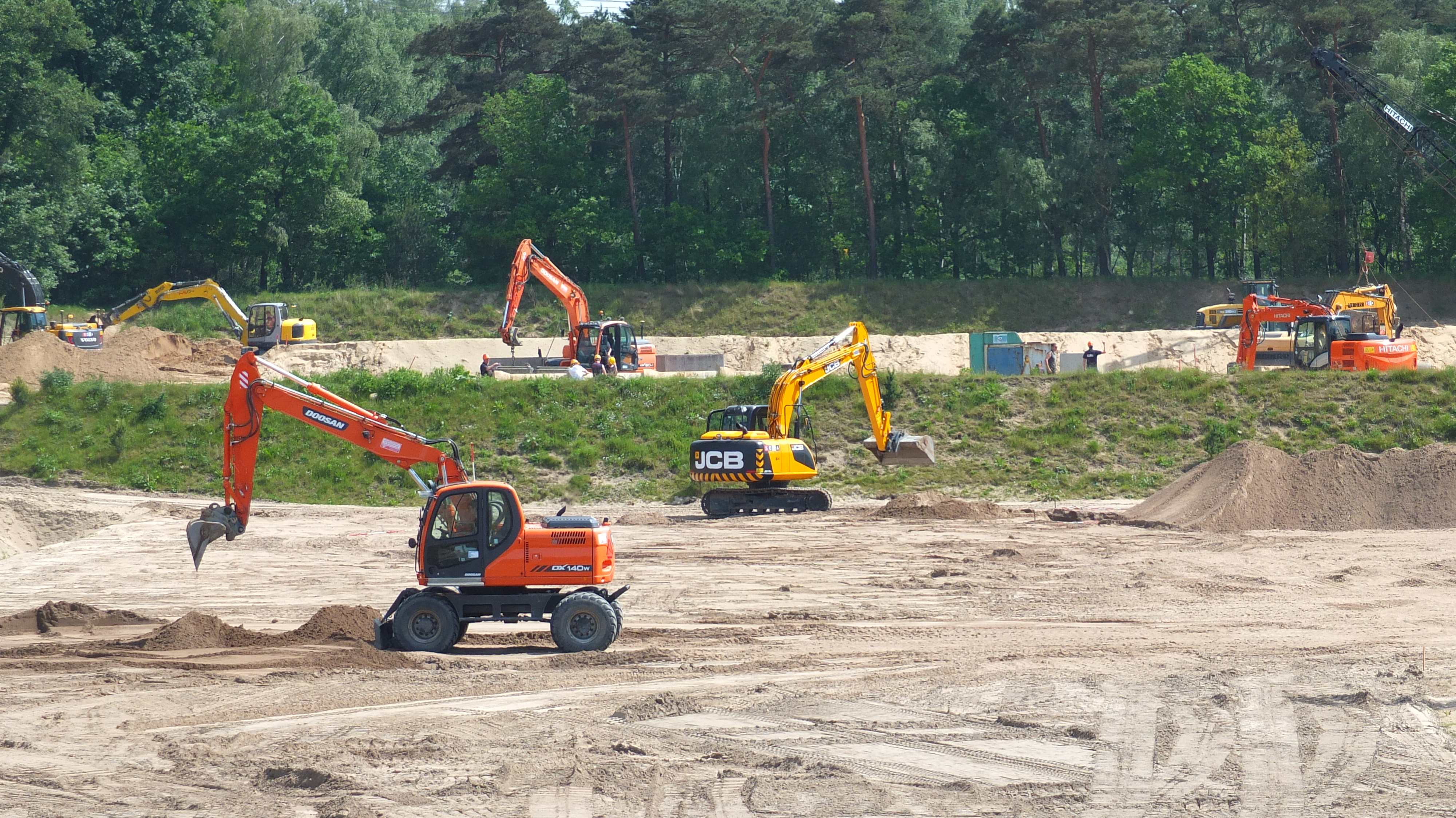 <p>Veel bedrijvigheid op het 27 hectare grote SOMA-terrein in Harderwijk.</p>