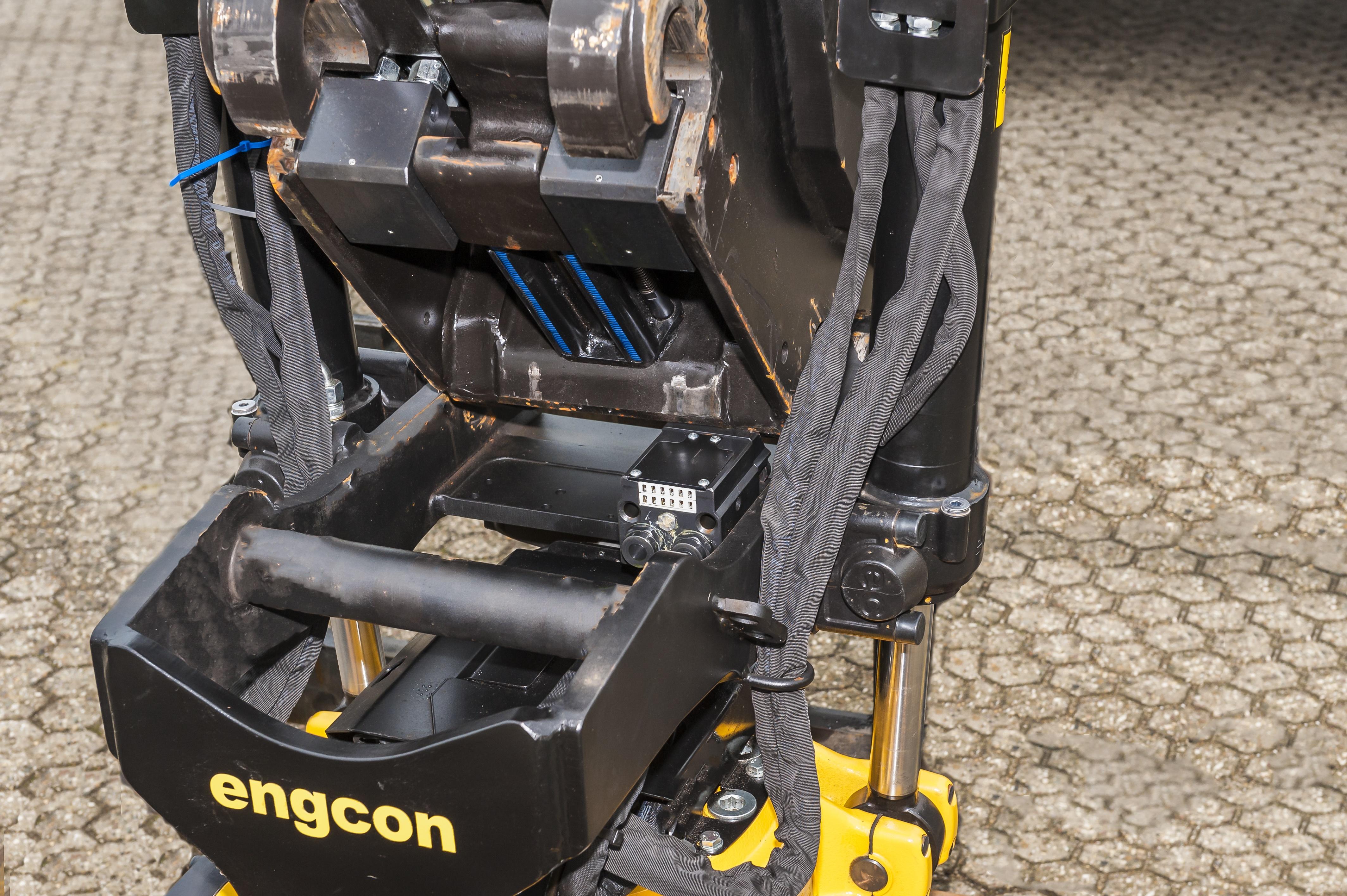 <p>De EC-Oil van Engcon is een los systeem dat op de nieuwere symmetrische snelwissels en tiltrotators van het Zweedse merk kan worden gemonteerd.</p>
