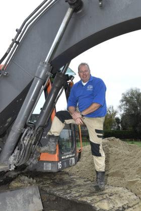 De BouwMachines machinist van de maand is Gijs de Jong. Hij draait op een Volvo EC160B bij Gebr. Baars in Hoofddorp, waar hij al ruim 30 jaar werkt.