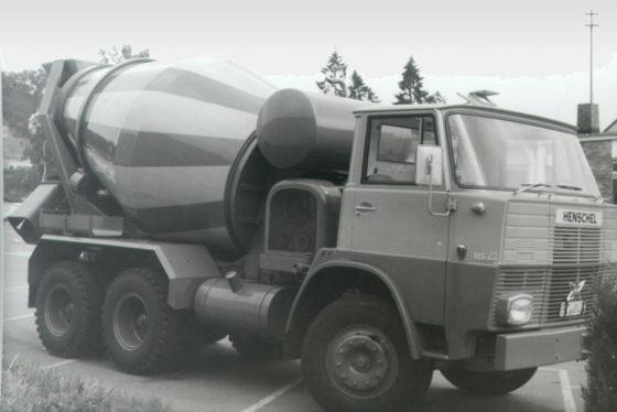 De eerste Liebherr betonmixer, een HTM 601 op een Henschel chassis.
