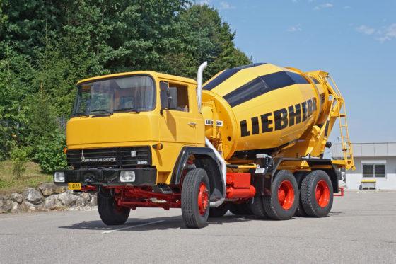 Gerestaureerde HTM 702 betonmixer van Liebherr op een Magirus chassis.