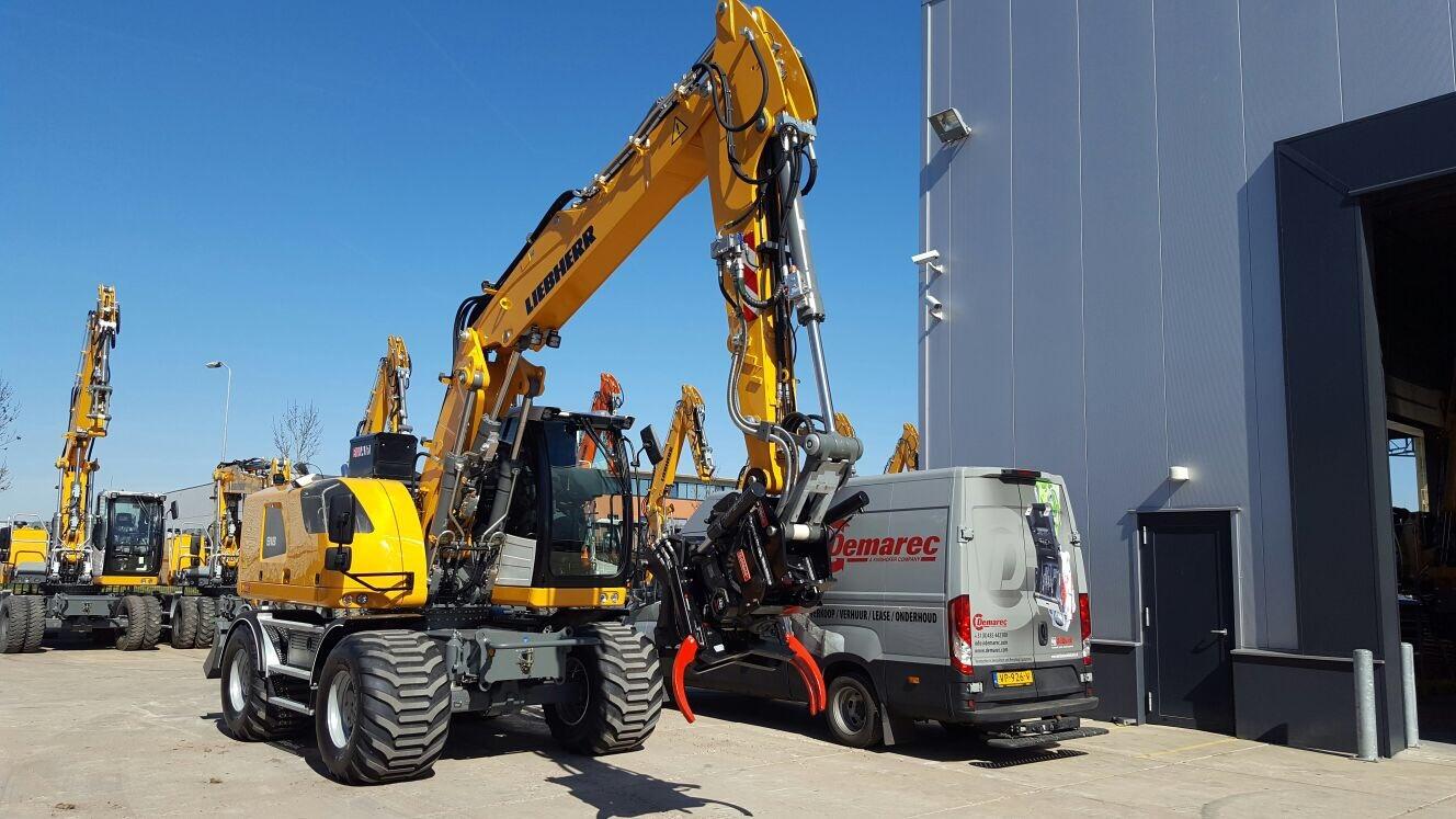 <p>Ook op kleinere tot middelgrote machines is de automatische snelwissel steeds vaker te vinden. Alle leveranciers kunnen hierin voorzien. Voor de grote machines zijn het OilQuick en Lehnhoff die geschikte systemen hebben.</p>