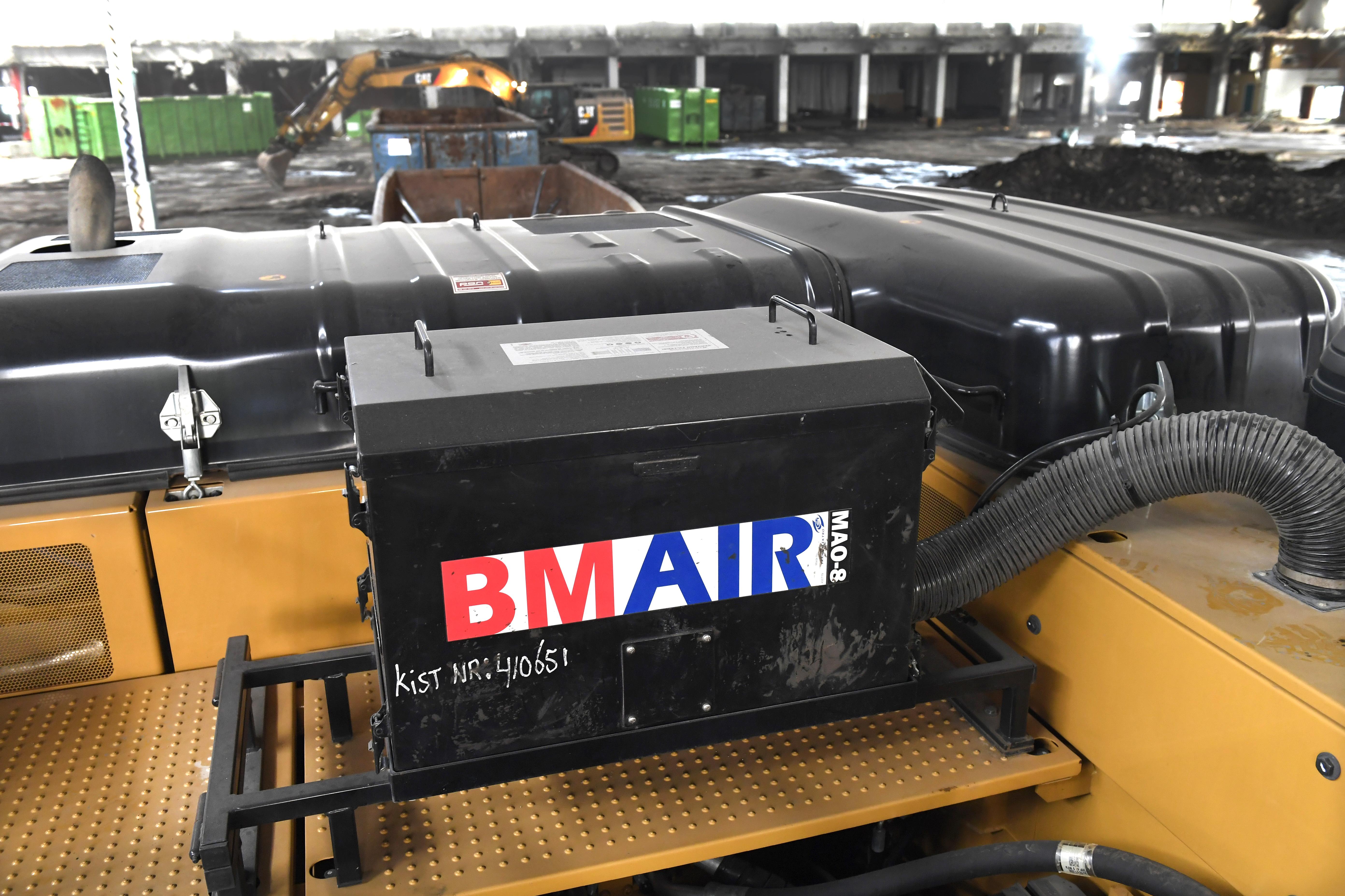 <p>Inpandig slopen is een niet alledaagse bezigheid voor een sloopmachine met lange giek. De Cat 336F UHD uit de verhuurvloot van Pon Equipment Rental kan worden uitgerust met een overdrukunit.</p>