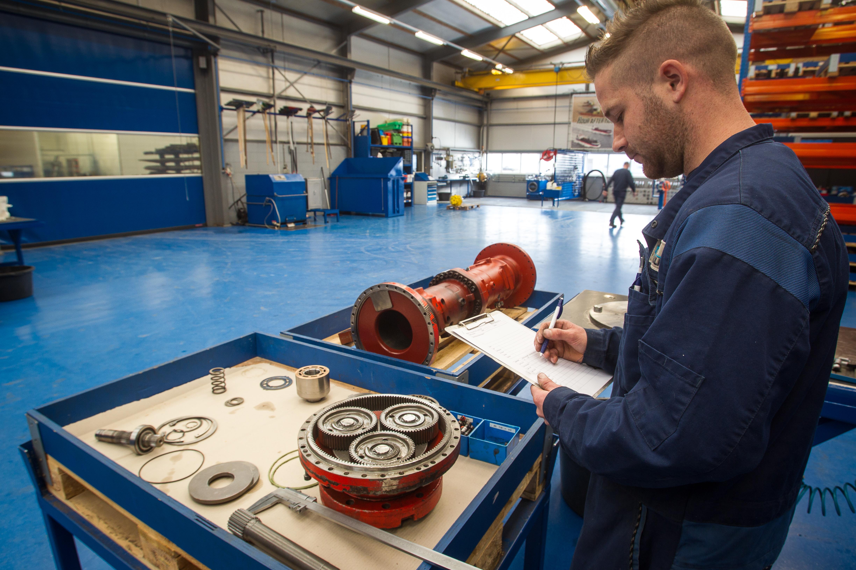 <p>Luteijn Hydraulics in Breskens is specialist in revisie van hydrauliekpompen en -motoren. Het bedrijf is onder andere gespecialiseerd in grondverzetmachines. </p>