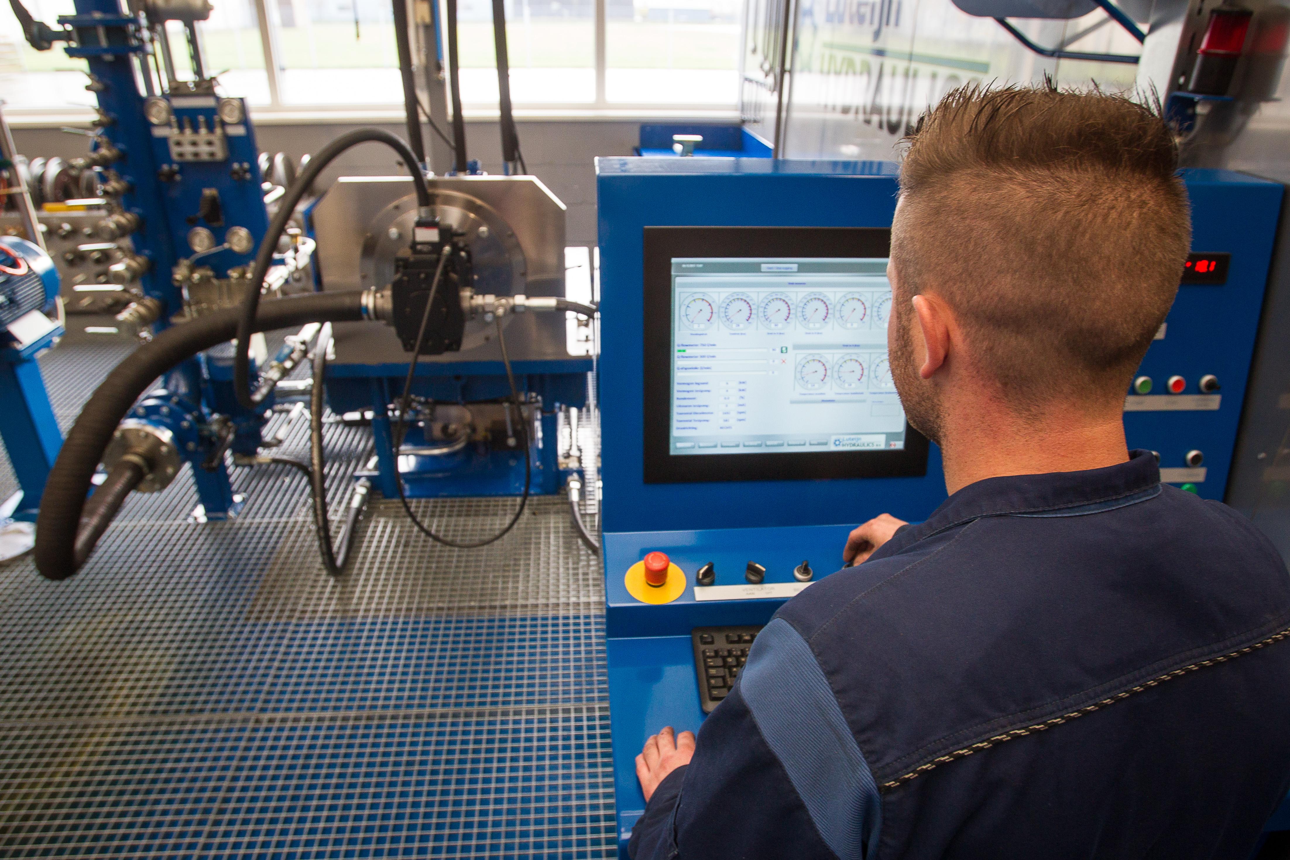 <p>Bij Luteijn wordt elke gereviseerde hydraulische component uitvoering gecontroleerd voordat hij weer in een machine wordt gehangen. </p>