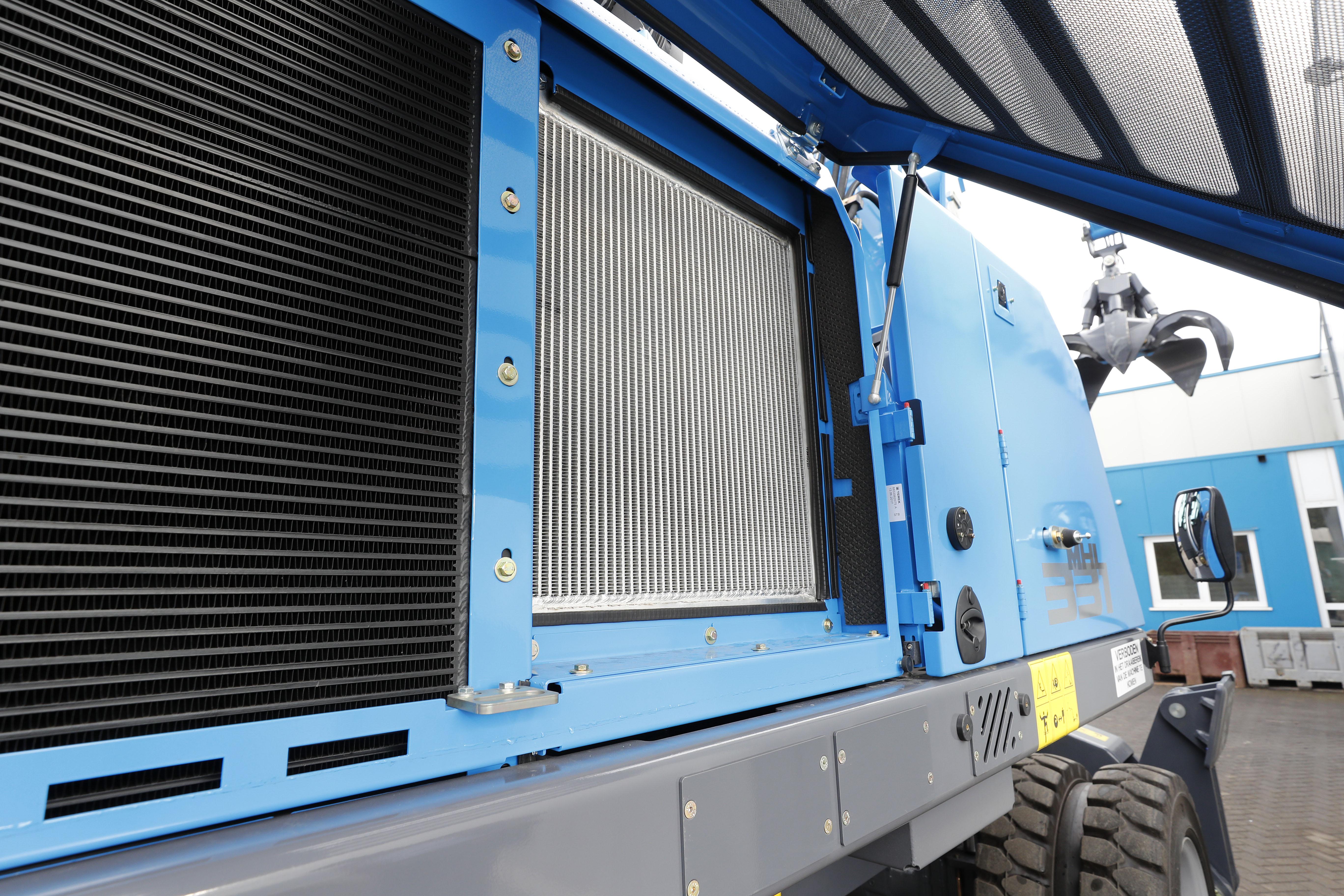 <p>Een aparte oliekoeler met groot koeloppervlak zorgt voor optimale koeling.</p>