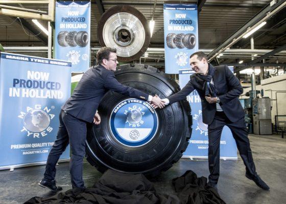 De feestelijke heropening van de OBO bandenfabriek in Hardenberg, waar Magna Tyres banden gaat produceren.