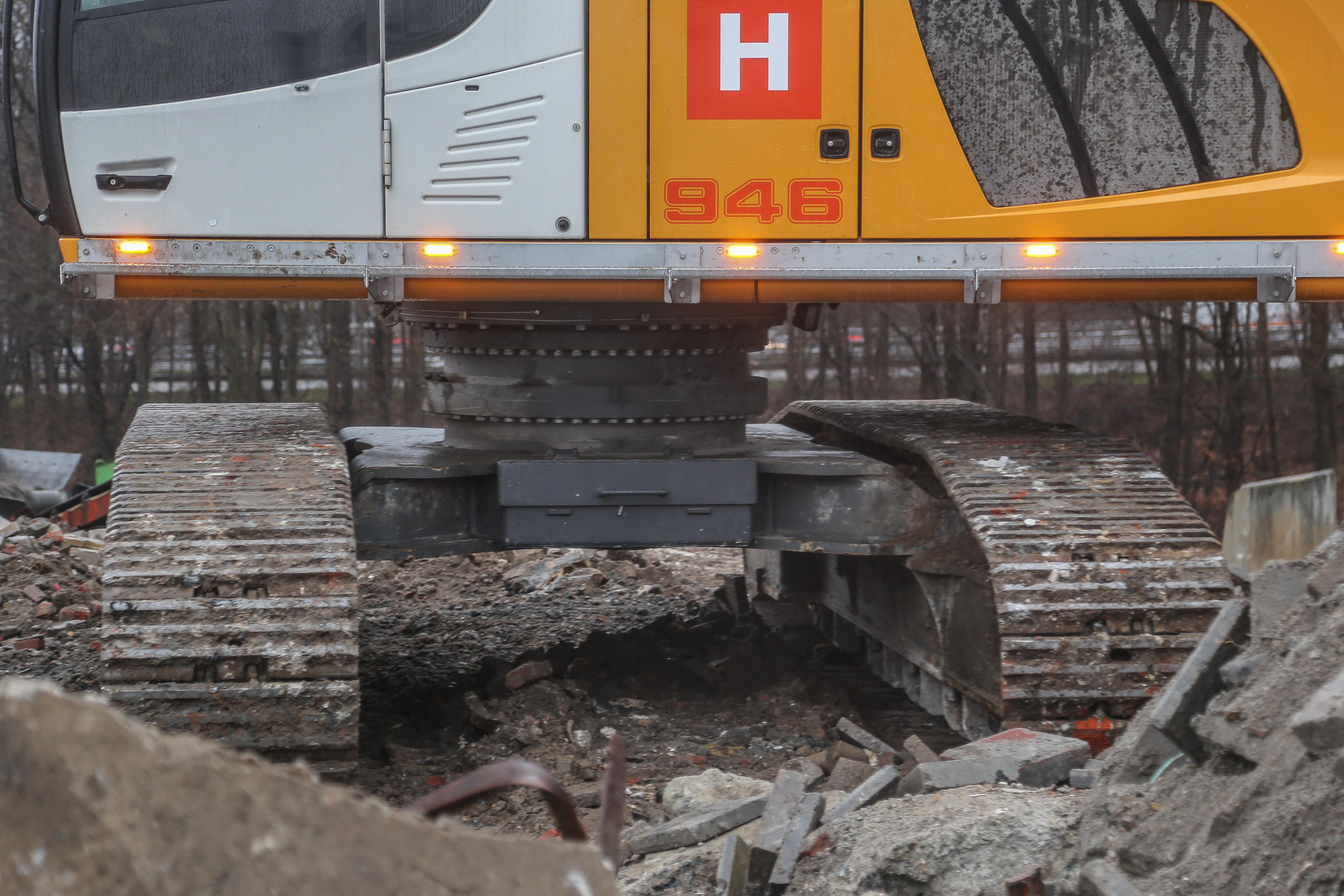<p>De draaikransverhoging in beeld. De onderwagen staat verder op iets versmald spoor, om binnen de totale breedte van 3,5 meter te blijven.</p>