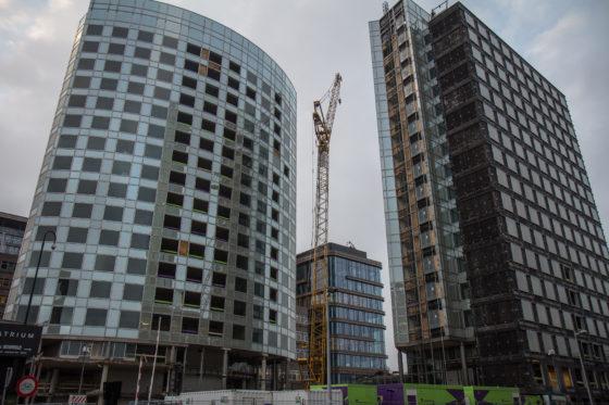 De twee wolkenkrabbers, voorheen ook wel bekend als Akzo-Nobel-hoofdkantoor en Stibbetoren, nu als TWO-Amsterdam.