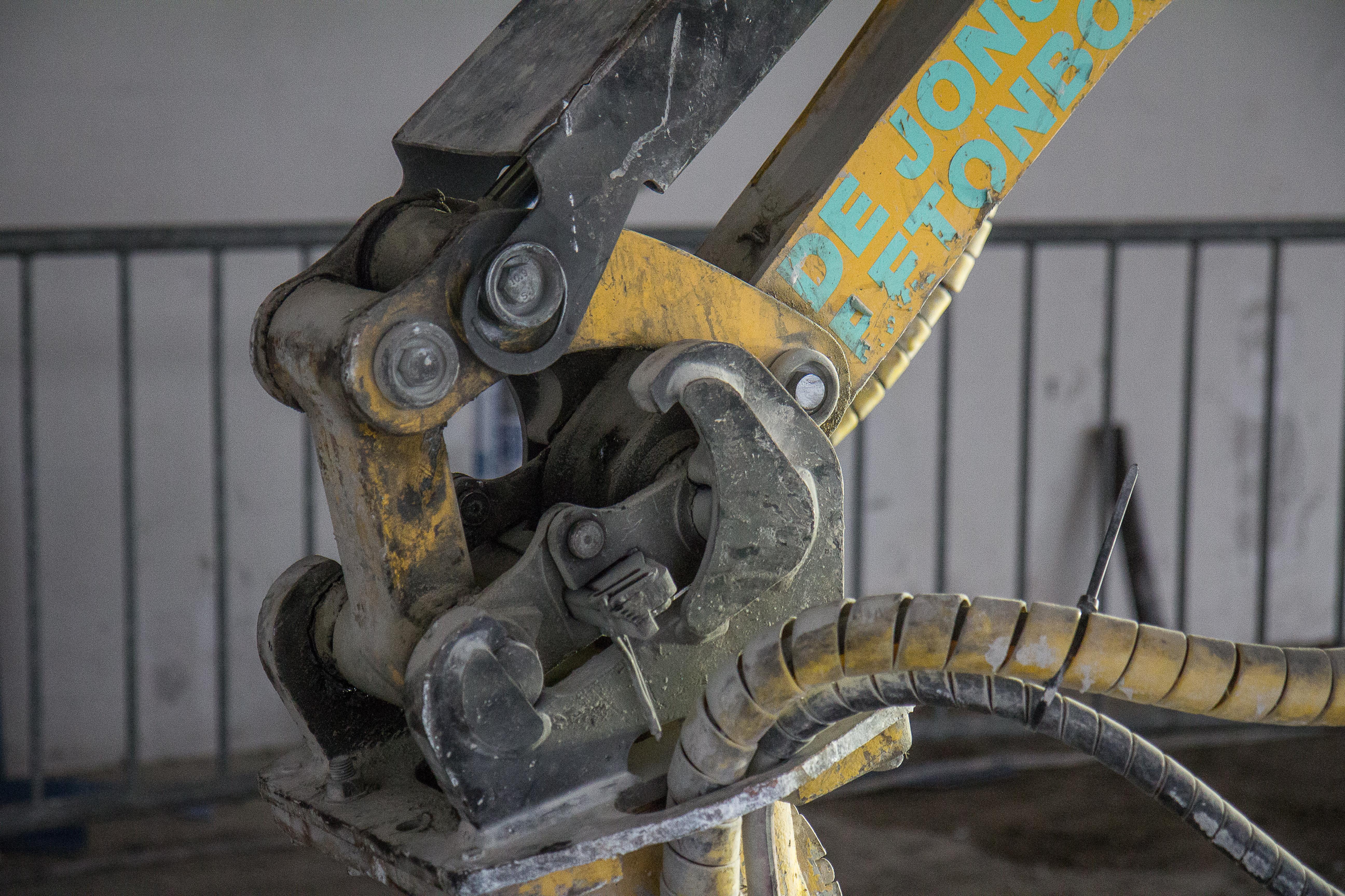 <p>Brokk produceert een eigen snelwissel voor de robots. Deze is licht en met 40-millimeter-assen toch sterk. Er zijn twee standen waarin je een tool kunt aankoppelen.</p>