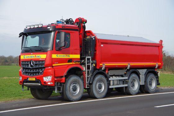 Eén van de toepassingen van de 8x8 WS is deze 44-tons kraan-kipper.