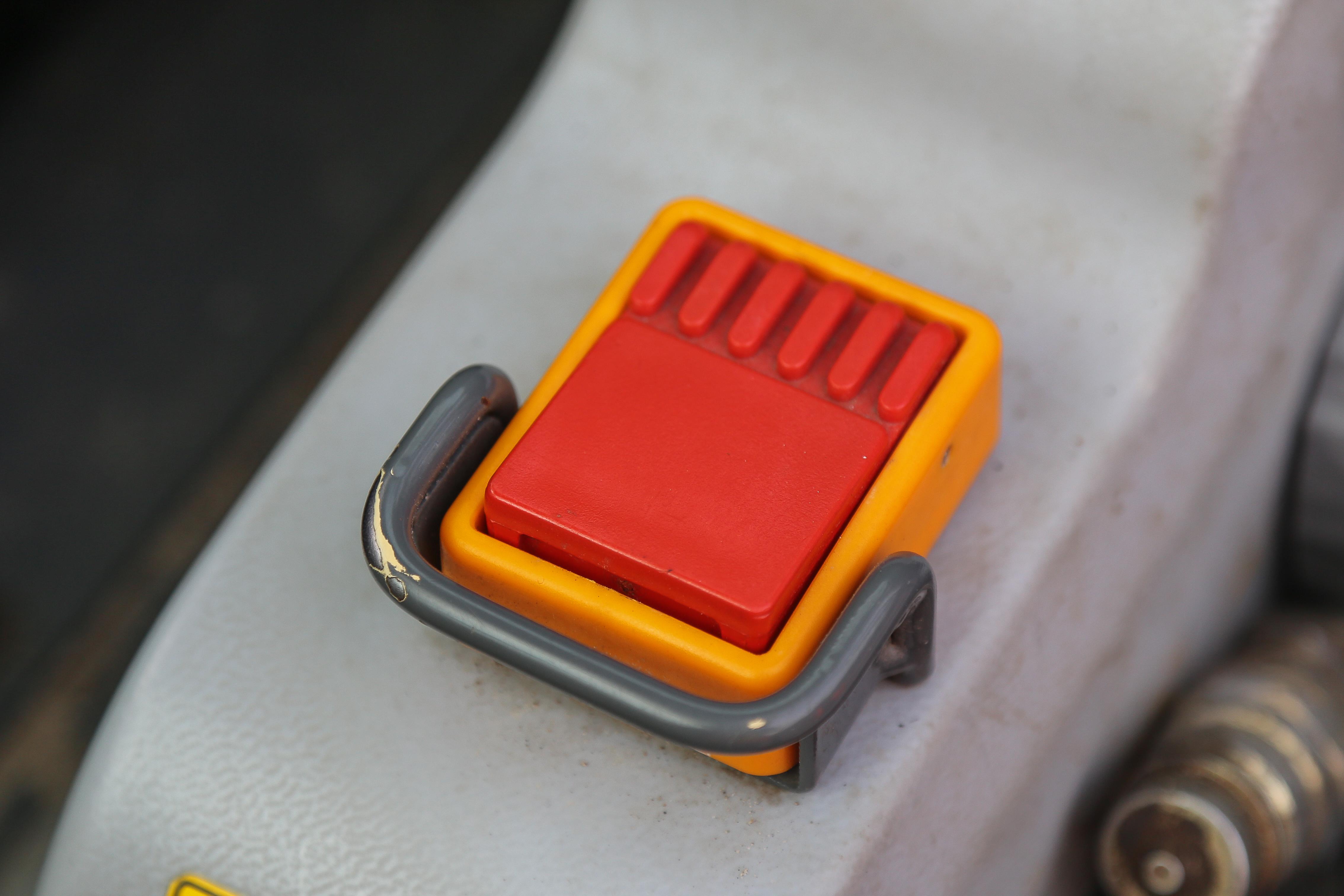<p>Een bijkomend voordeel van elektrisch: de machine loopt nooit stationair. Zo kun je toch er toch wat langer mee werken dan je zou verwachten.</p>