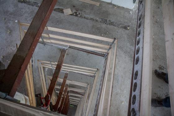 Verdieping voor verdieping knaagde de Brokk zich door de verdiepingsvloeren.